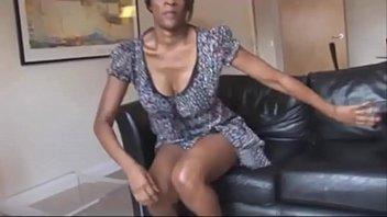 Sexy Ebony Cougar Sex Show Freak